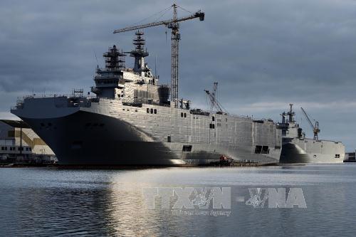 Tàu chiến lớp Mistral neo đậu tại Saint-Nazaire, miền tây Pháp ngày 20/12. Ảnh: AFP/ TTXVN.