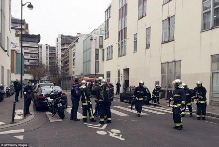 Rất đông cảnh đã được triển khai tại hiện trường sau vụ tấn công.