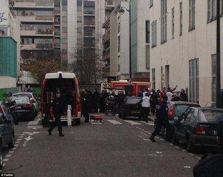 Các xe cứu thương tập trung gần nơi xảy ra vụ xả súng.