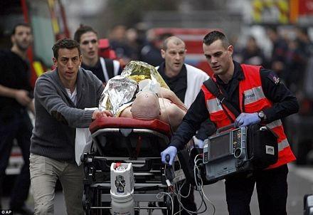 Vụ tấn công đã làm 12 người chết và 10 người bị thương, trong đó 4 người bị thương nặng.