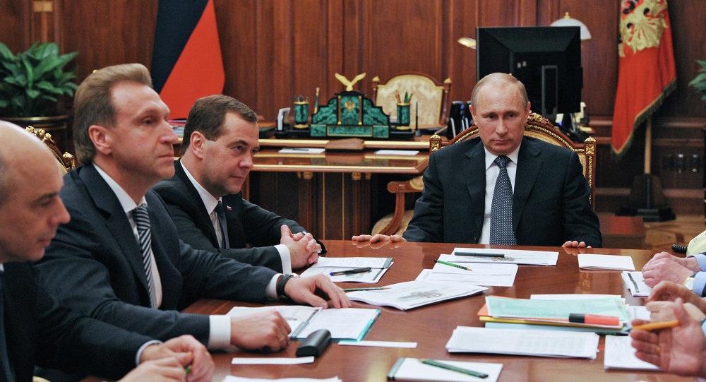 Tổng thống Putin trong một cuộc họp vớinội các (Ảnh: