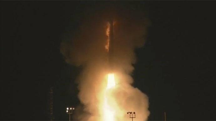 Tên lửa bay lên trong vụ thử nghiệm ngày 23/3 (Ảnh: