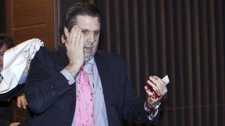 Đại sứ Mỹ tại Hàn Quốc bị thương ở đầu và tay trong vụ tấn công. (Ảnh: