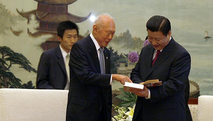 Cựu Thủ tướng Lý Quang Diệu và Chủ tịch Tập Cận Bình trong một cuộc gặp