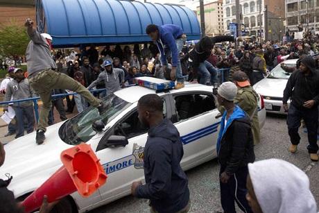Mỹ bắt giữ 34 người biểu tình phản đối cảnh sát