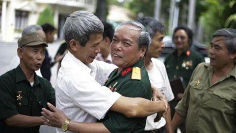 Các cựu chiến binh vui mừng gặp lại nhau nhân ngày kỷ niệm 40 năm thống nhất đất nước.