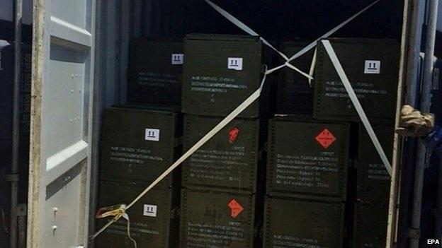 Các thùng vũ khí trên tàu Trung Quốc (Ảnh: EPA)