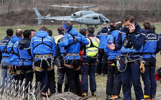 Lực lượng cứu hộ tập trung gần hiện trường