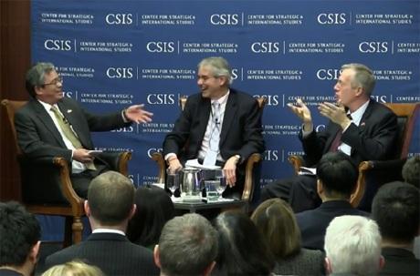 Đại sứPhạm Quang Vinh (trái) và Đại sứ Ted Osius trong cuộc thảo luận tại CSIS ngày 24/3.