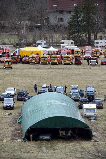 Các phương tiện cứu hộ tập trung tại Seyne.