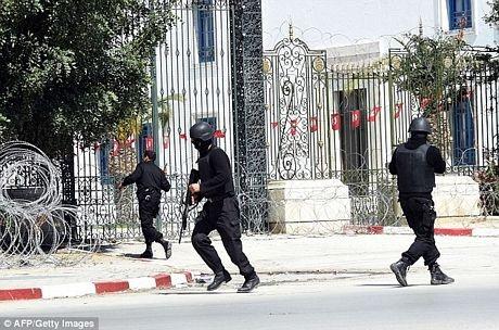 Cảnh sát bao vây hiện trường vụ tấn công