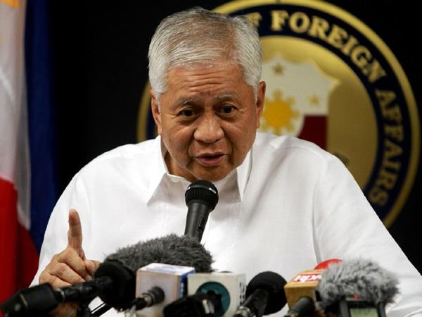Ngoại trưởng Philippines Albert del Rosario (Ảnh: