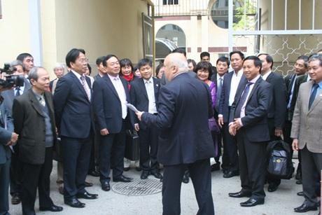 Lãnh đạo Đại học Dầu khí Quốc gia Azerbaijan đón đoàn lưu học sinh Việt Nam trở lại thăm trường cũ