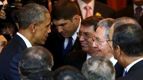 Lãnh đạo Mỹ và Cuba trò chuyện ngắn khi tham dự thượng đỉnh OAS