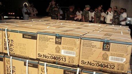 Hàng viện trợ đang bắt đầu đổ về Nepal