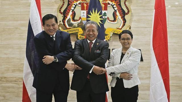 Ngoại trưởng 3 nước họp bàn tại Malaysia (Ảnh: