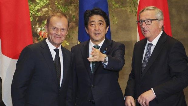 Thủ tướng Nhật gặp các quan chức EU tại Tokyo ngày 29/5 (Ảnh: