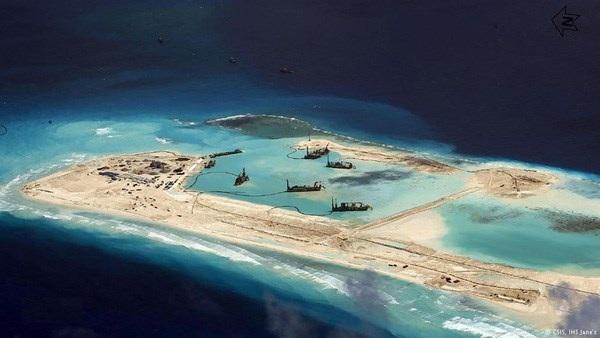 Mỹ cân nhắc điều máy bay, tàu gần các đảo nhân tạo của Trung Quốc
