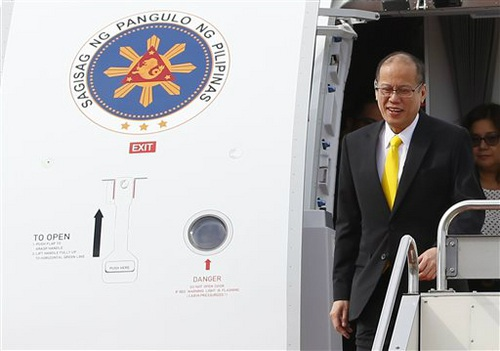 Tổng thống Philippines Benigno Aquino tới sân bay quốc tế Haneda tại thủ đô Tokyo ngày 2/6 (Ảnh: