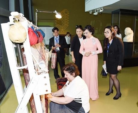 Dệt là một trong những ngành nghề thủ công lâu dời của người Azerbaijan.