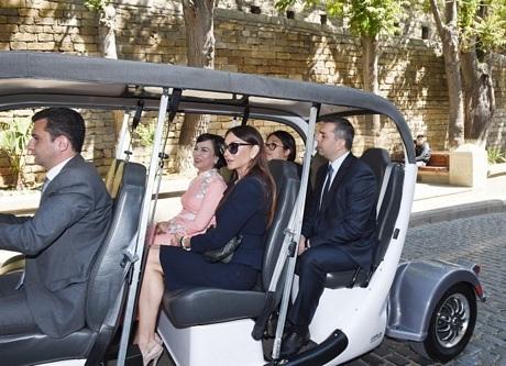 Phu nhân Chủ tịch nước thăm quan Baku cùng đệ nhất phu nhân Azerbaijan