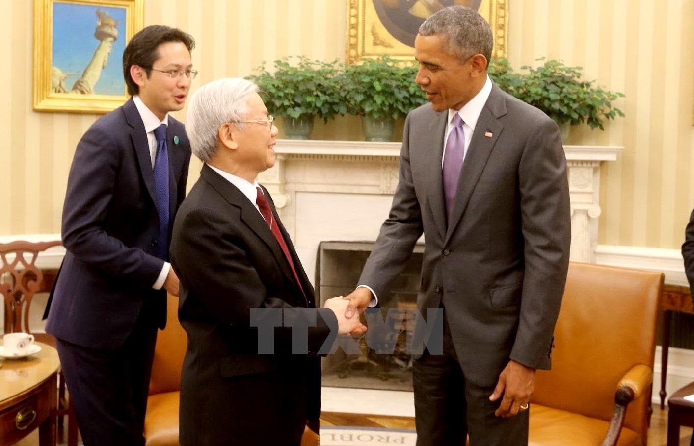 Tổng thống Hoa Kỳ Barack Obama đón Tổng Bí thư Nguyễn Phú Trọng. (Ảnh: Trí Dũng/TTXVN)