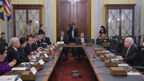 Tổng Bí thư Nguyễn Phú Trọng trong buổi gặp mặt Thượng Nghị sĩ John McCain (Ảnh: AFP)