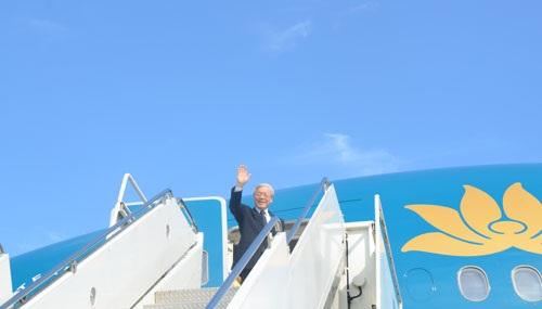 Tổng bí thư Nguyễn Phú Trọng lên chuyên cơ, vẫy chào bạn bè Việt Nam và Hoa Kỳ ra tiễn