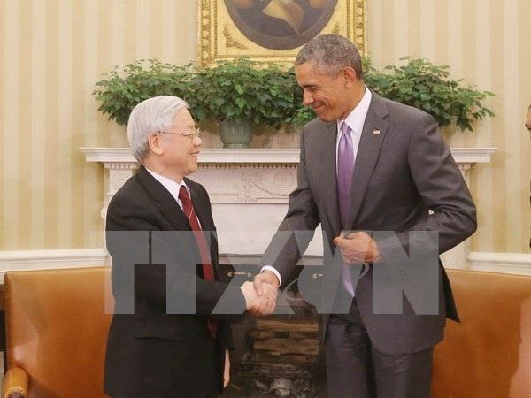Tổng thống Hoa Kỳ Barack Obama đón Tổng Bí thư Nguyễn Phú Trọng. (Ảnh : Trí Dũng/TTXVN)