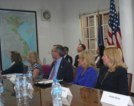 Bà Jill Bidenthăm Văn phòng tìm kiếm người Mỹ mất tích (DPAA)tại Hà Nội