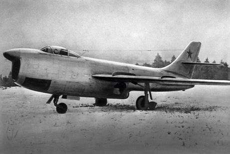 Trên 50 kỷ lục thế giới đã được máy bay Sukhoi thiết lập. (Trong ảnh: Thủy phi cơ Be-103)