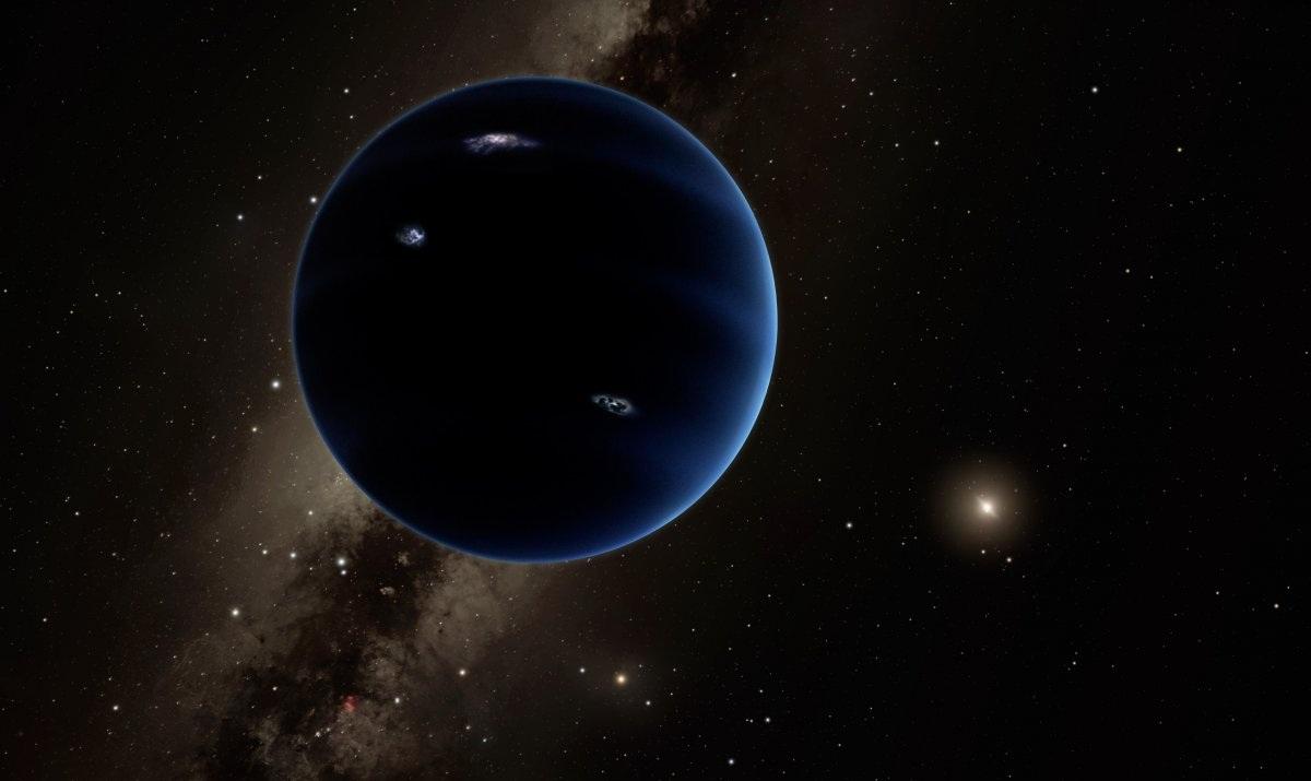 Ngay cả khi Trái Đất chưa chịu ảnh hưởng trực tiếp từ những sự thay đổi của hệ Mặt Trời, thì một tiểu hành tinh nào đó có thể làm điều này trước chúng ta. Khác với các thiên thạch vô định, thì các tiểu hành tinh thường vẫn có quỹ đạo riêng của nó và xoay quanh Mặt Trời