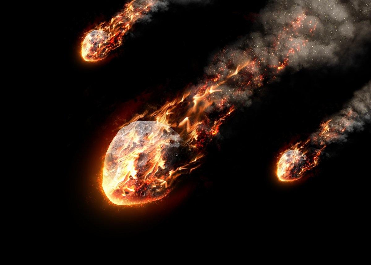 Bản thân các nhà khoa học cũng tin rằng Trái Đất từng hứng chịu nhiều trận công kích bởi thiên thạch hàng trăm triệu năm trước khi định hình như hiện nay