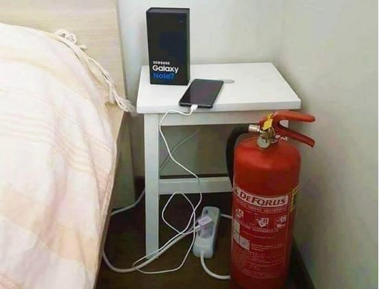 Sạc cho Note7 phải có sẵn bình cứu hỏa kế bên để ... phòng cháy