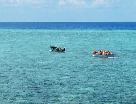 Rạn san hô nhìn từ đảo Cô Lin, quần đảo Trường Sa, tỉnh Khánh Hòa (Ảnh: Trường Sa)