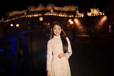 Hotgirl Vietnam Idol dịu dàng giữa Hội An thơ mộng - 1