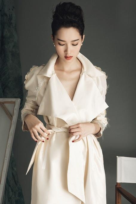 Hoa hậu Đặng Thu Thảo lột xác với hình ảnh gợi cảm - 1