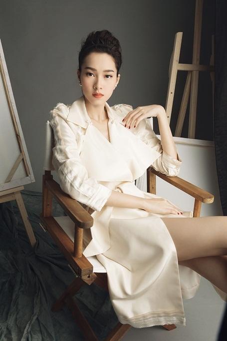 Hoa hậu Đặng Thu Thảo lột xác với hình ảnh gợi cảm - 2