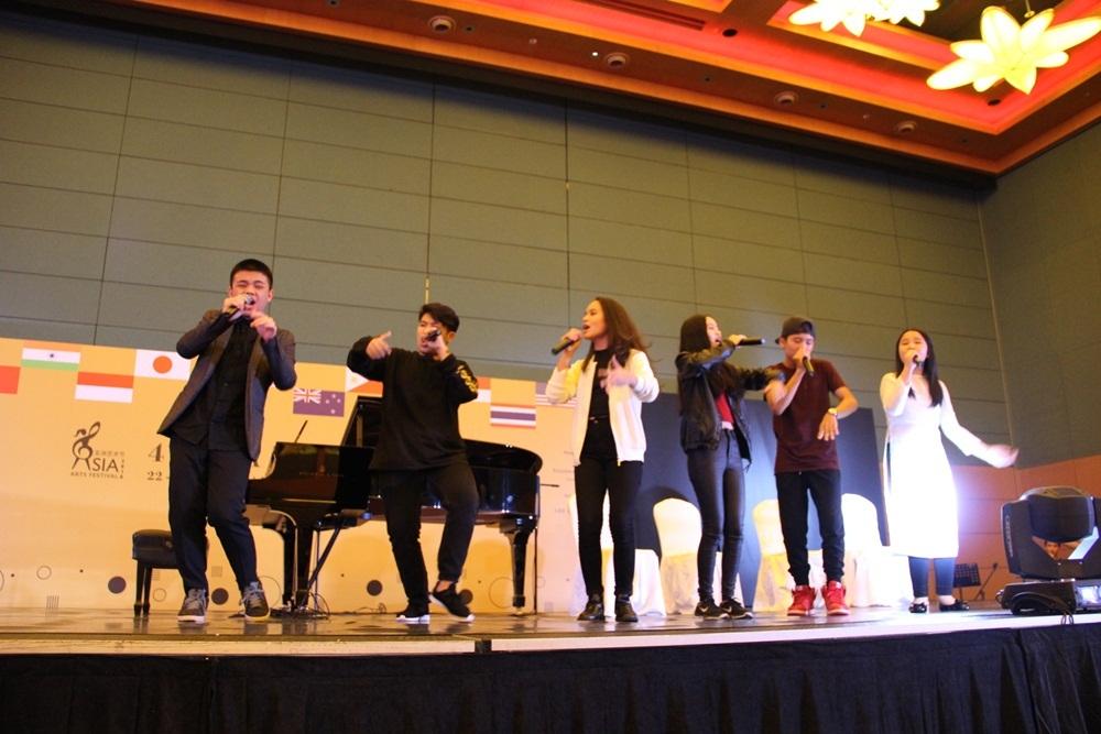 """Các """"con"""" Thanh Bùi đạt giải vàng chương trình nghệ thuật châu Á - Ảnh 2."""