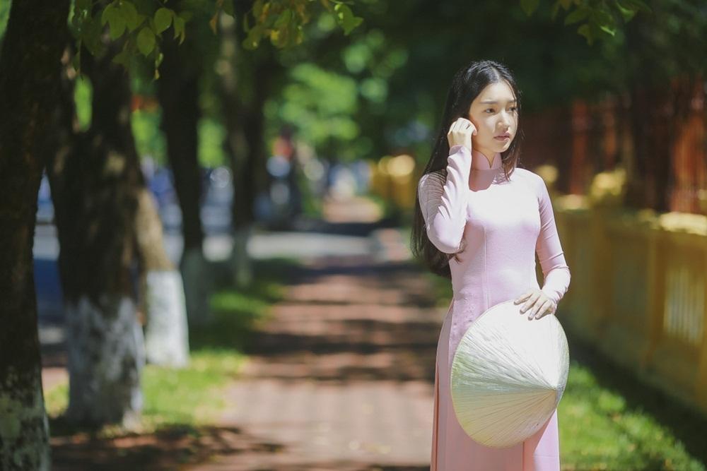 Nhan sắc nàng thơ xứ Huế vào chung kết Hoa hậu Việt Nam - Ảnh 3.