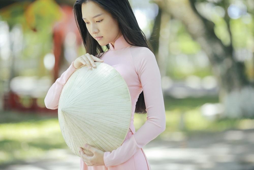 Nhan sắc nàng thơ xứ Huế vào chung kết Hoa hậu Việt Nam - Ảnh 4.