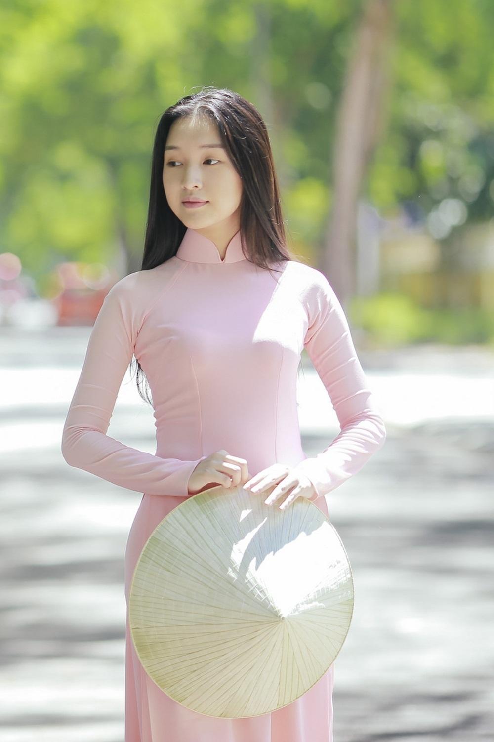 Nhan sắc nàng thơ xứ Huế vào chung kết Hoa hậu Việt Nam - Ảnh 7.