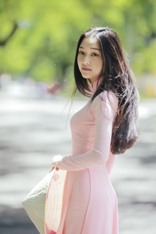 Nhan sắc nàng thơ xứ Huế vào chung kết Hoa hậu Việt Nam - Ảnh 2.