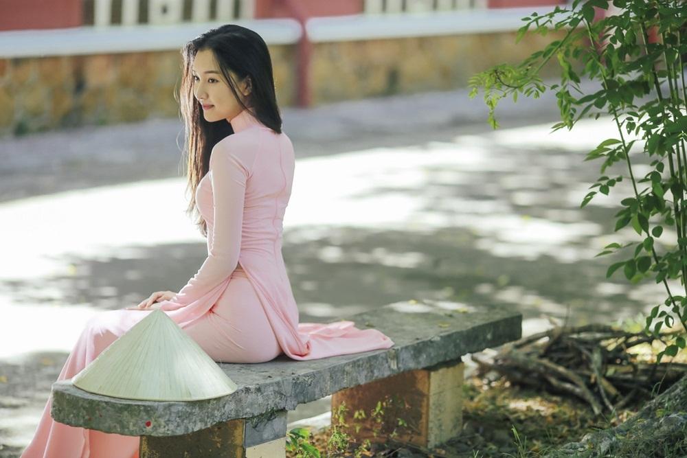 Nhan sắc nàng thơ xứ Huế vào chung kết Hoa hậu Việt Nam - Ảnh 10.