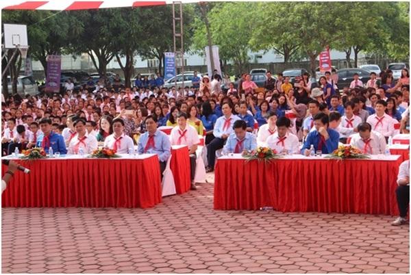 """Đông đảo đại biểu các Bộ, Ban, Ngành đã đến tham gia buổi Lễ phát động """"Chinh Phục Vũ Môn"""" lần III."""