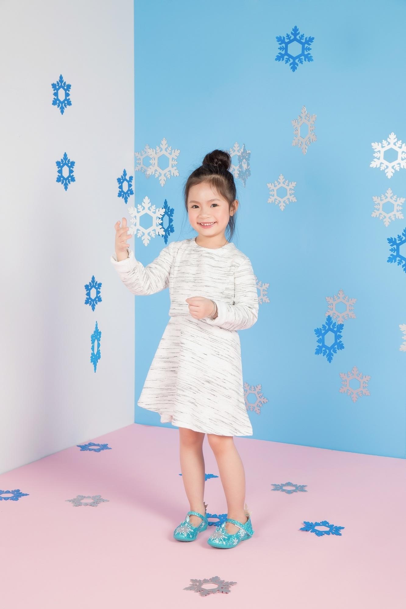 """Cadie Mộc Trà """"đốn tim"""" với ảnh Giáng sinh tựa công chúa Elsa - 11"""