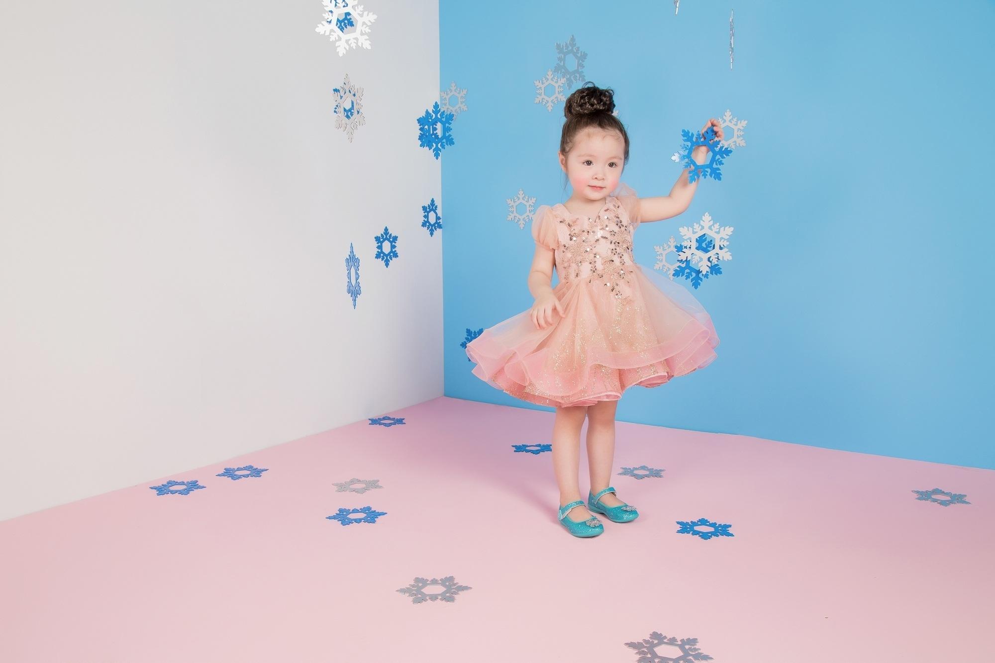 """Cadie Mộc Trà """"đốn tim"""" với ảnh Giáng sinh tựa công chúa Elsa - 9"""