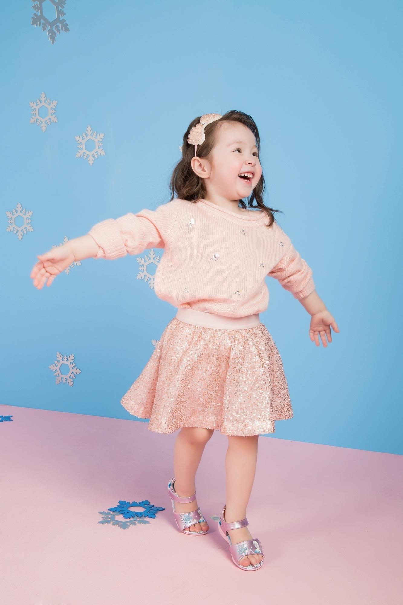"""Cadie Mộc Trà """"đốn tim"""" với ảnh Giáng sinh tựa công chúa Elsa - 3"""
