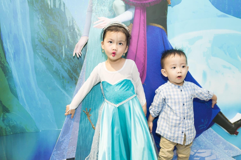 Ốc Thanh Vân dắt 3 nhóc tì đi chơi Giáng sinh - 6