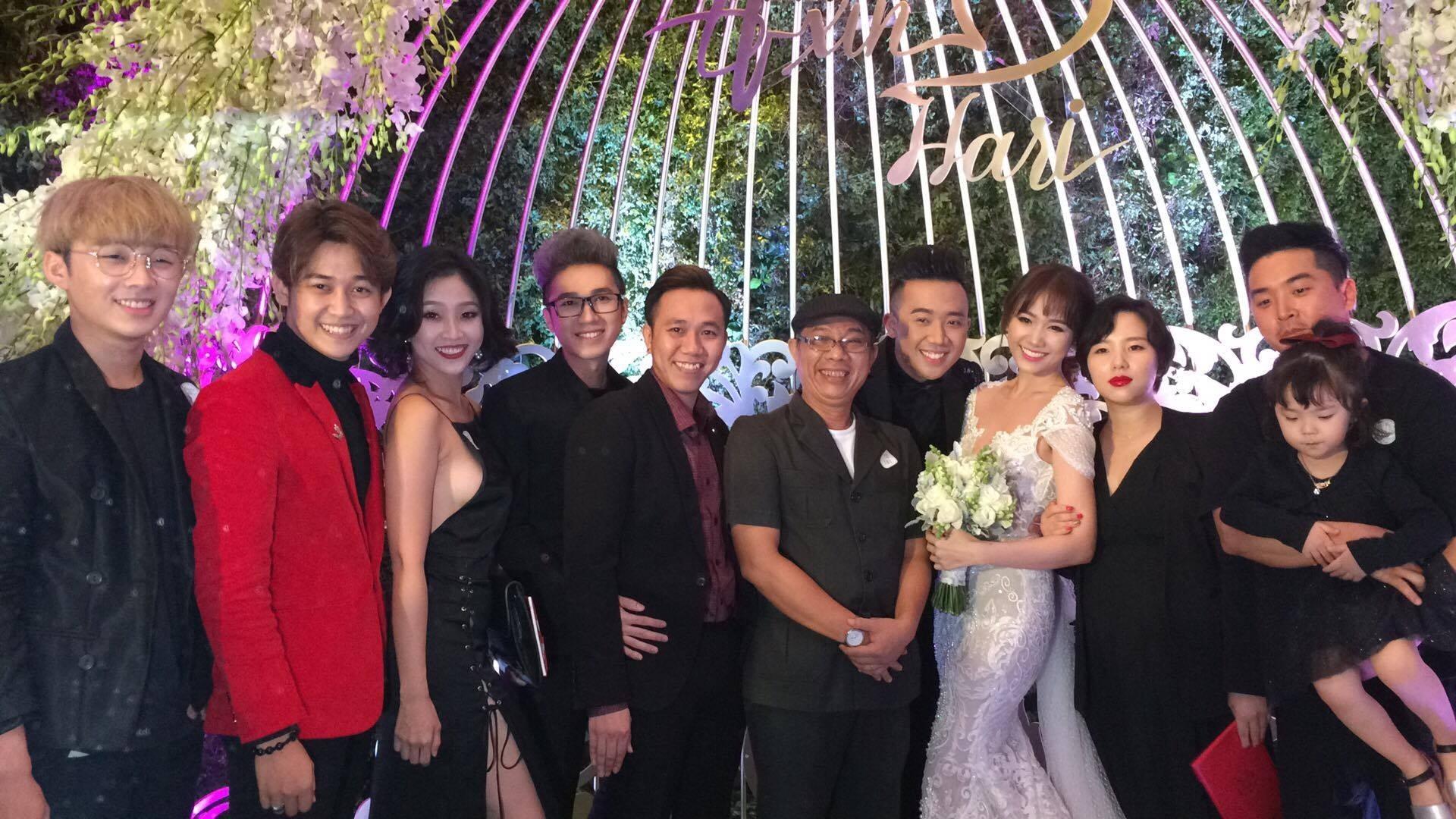 """Bố mẹ Hari Won - Trấn Thành và đông đảo nghệ sĩ dự """"đám cưới của năm"""" - 24"""